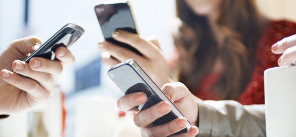 Xiaomi và Apple: Tác động của Marketing bỏ đói 1
